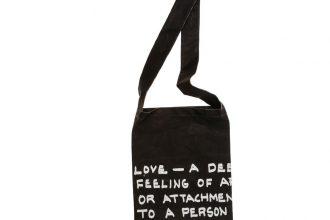 תיק צד קנבס Handwriting | בצבע שחור